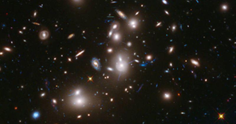 Σκοτεινή ύλη: Αστρονόμοι χαρτογραφούν τη σκοτεινή ύλη συγκρίνοντας παρατηρήσεις και προσομοιώσεις