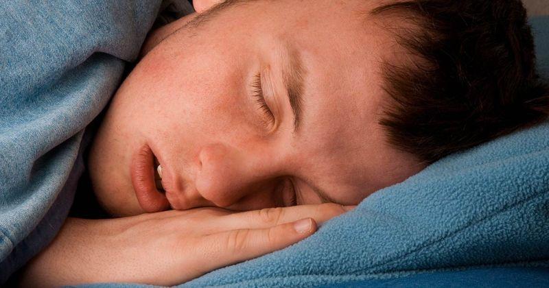 Οι επιστήμονες προειδοποιούν ότι οι έφηβοι χρειάζεται να έχουν μέχρι 10 ώρες ύπνου κάθε νύχτα