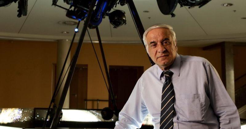 Ο Διονύσης Σιμόπουλος απαντά σε ερωτήματα για το σύμπαν και την έρευνα που σχετίζεται με αυτό