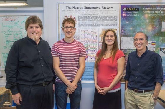 Μέλη τως συντελεστών της εργασίας: Από αριστερά Greg Aldering, Kyle Boone, Hannah Fakhouri και Saul Perlmutter του Nearby Supernova Factory