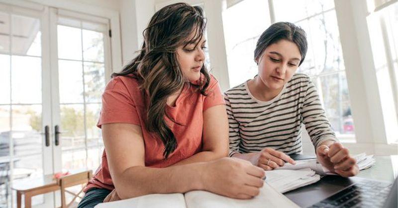Θέλετε οι έφηβοι να ενδιαφερθούν για τα Μαθηματικά και τις Φυσικές Επιστήμες; Στοχεύστε στους γονείς τους!